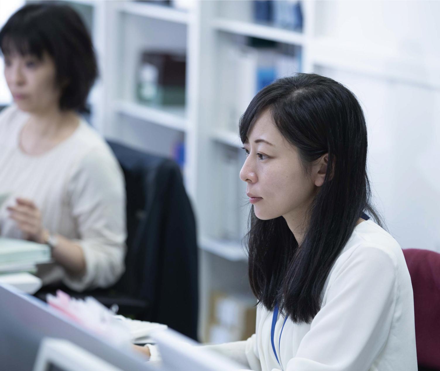 働く女性社員
